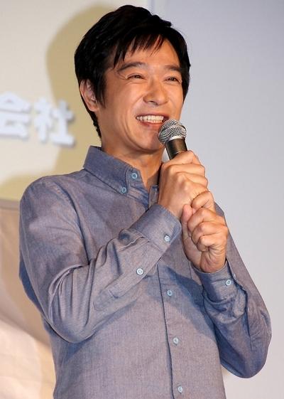 堺雅人/Masato Sakai, Oct 22, 2013 : 新CM発表会であまりの報道陣の多さに苦笑しながらラーメンを食べる堺雅人さん=2013年10月22日撮影