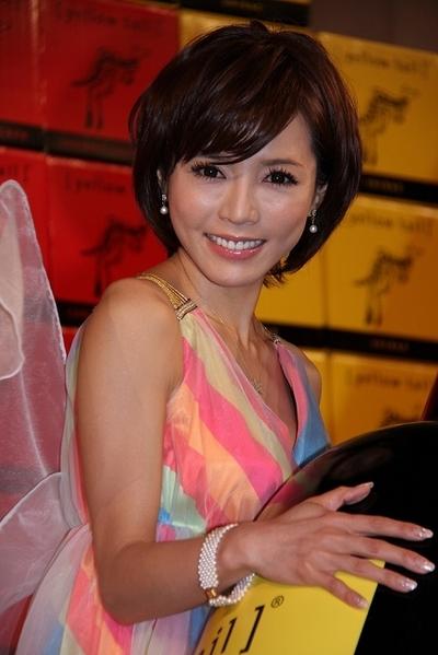 釈由美子/Yumiko Shaku, Mar 13, 2012 : 豪州ワイン「イエローテイル」のイベントに登場した釈由美子さん=2012年3月13日撮影