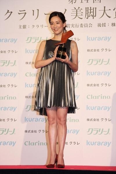 水川あさみ, Nov 22, 2016 : 東京都内で行われた「第14回クラリーノ美脚大賞2016」の授賞式
