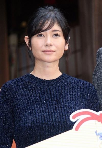 真木よう子, Oct 05, 2016 : 小野照崎神社で行われた映画「ぼくのおじさん」のヒット祈願