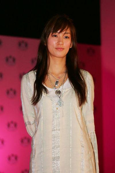 水川あさみ/Asami Mizukawa,   April 12, 2006 :   during the Opening Reception of Juicy Couture Aoyama Shop at the Shop in Tokyo, Japan.   (Photo by AFLO) [1045]