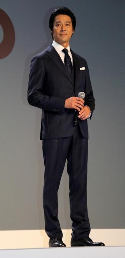 堤真一/Shinichi Tsutsumi, May 13, 2015 : NTTドコモの新イメージキャラクターに起用され新商品発表会に登場した堤真一さん=2015年5月13日撮影